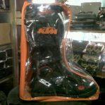 Jual tas sepatu cros wrna orange,merah,hijau