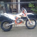Jual motor KTM 300 exc sixdays SPAIN 2017 lengkap manual book,tool kit,handguard,engine guard Rp.149,000,000