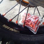 JualNepel jari jari almunium warna orange khusus semua motor trail Ktm Rp.750,000 diskon 30% Rp.525,000 sepasang depan belakang